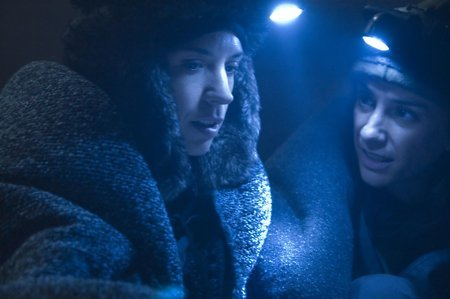 Silke and Carola Manzanares in La hora fría (2006)