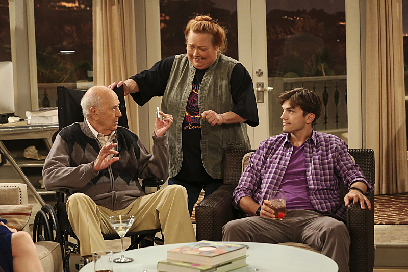 Conchata Ferrell, Ashton Kutcher, and Carl Reiner in Two and a Half Men (2003)