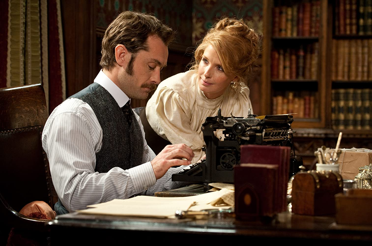 Jude Law and Kelly Reilly in Sherlock Holmes: A Game of Shadows (2011)