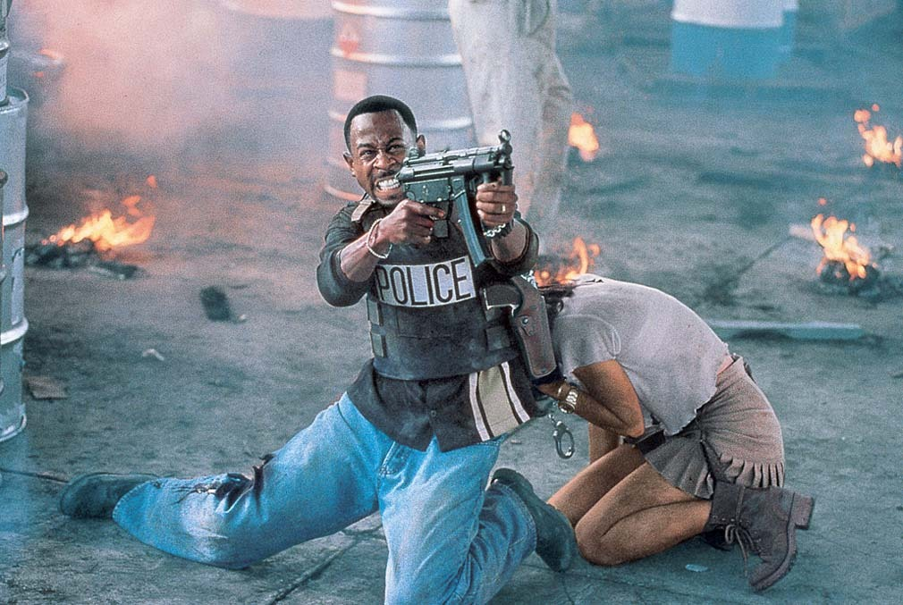 Téa Leoni and Martin Lawrence in Bad Boys (1995)