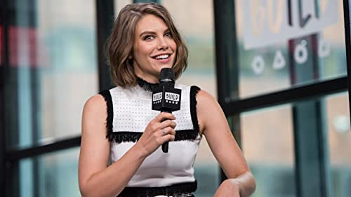 BUILD: Lauren Cohan Delivered Pizza to Fans at San Diego Comic-Con
