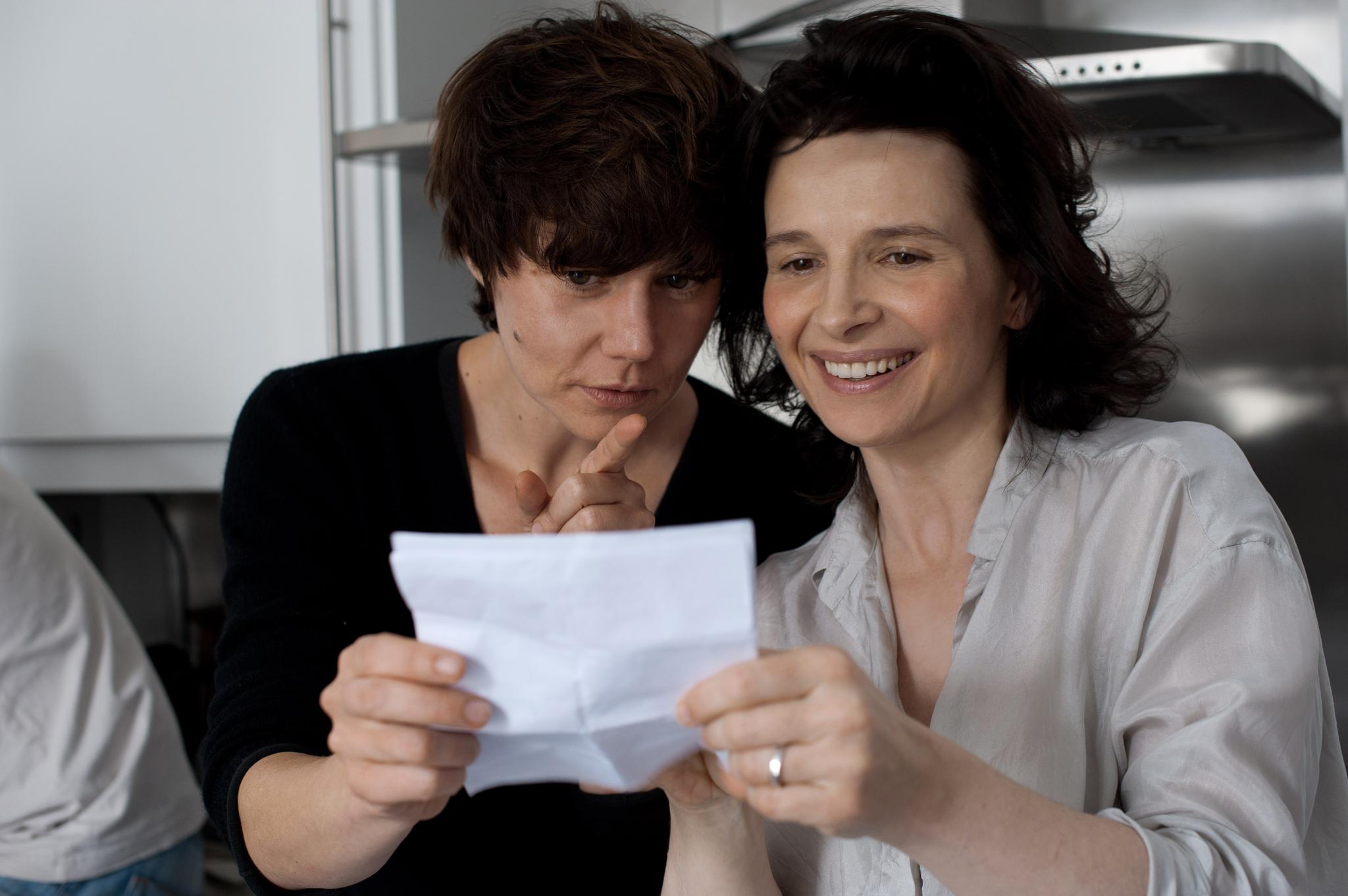 Juliette Binoche and Malgorzata Szumowska in Elles (2011)