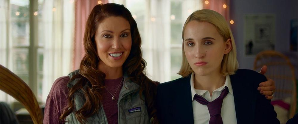 Shannon Elizabeth and Harley Quinn Smith in Jay and Silent Bob Reboot (2019)