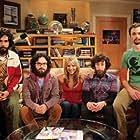 Kaley Cuoco, Johnny Galecki, Simon Helberg, Jim Parsons, and Kunal Nayyar in The Big Bang Theory (2007)