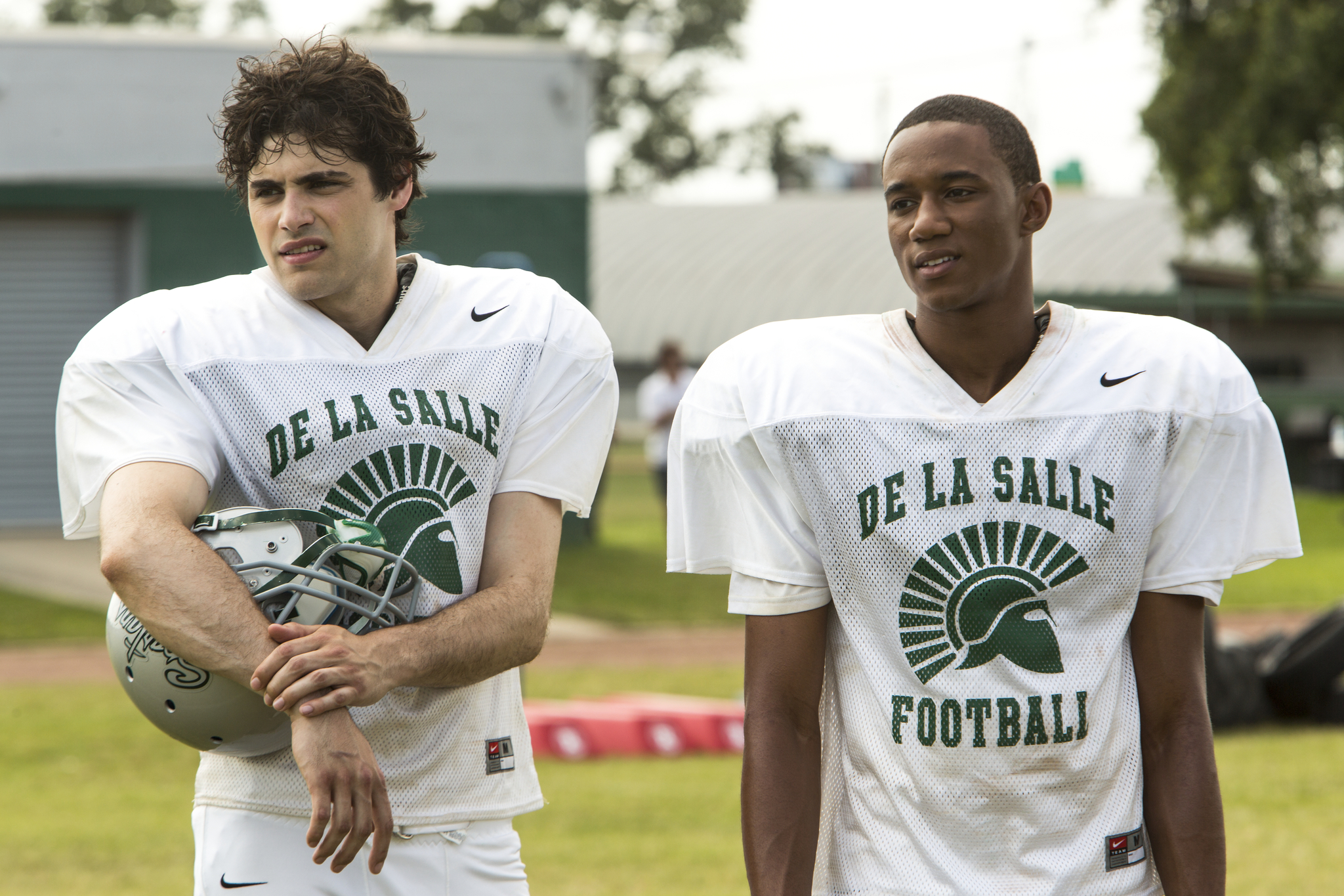 Jessie T. Usher and Matthew Daddario in When the Game Stands Tall (2014)