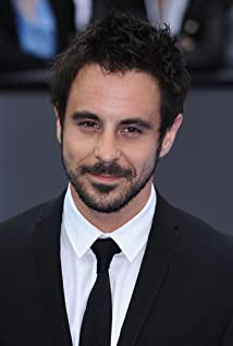 Emun Elliott Picture