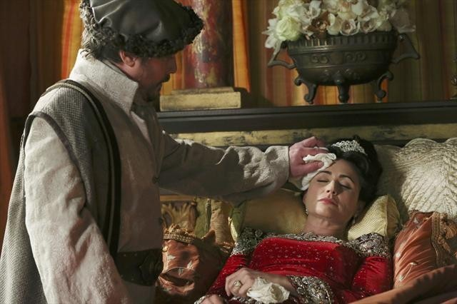 Duncan Ollerenshaw and Rena Sofer in Once Upon a Time (2011)