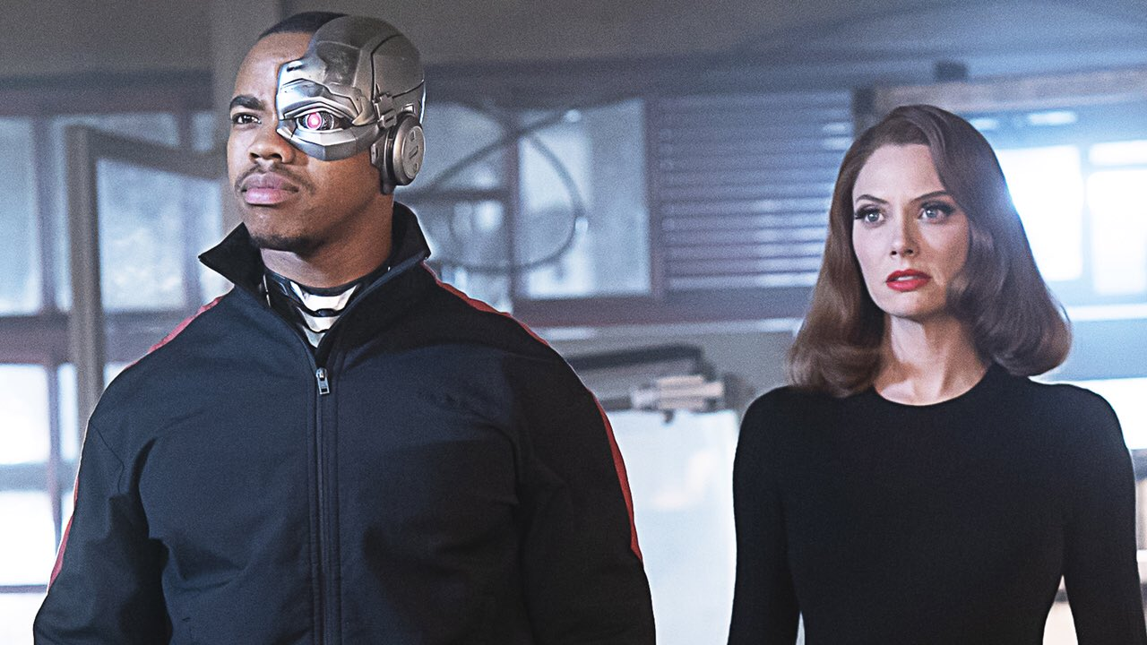 April Bowlby and Joivan Wade in Doom Patrol (2019)