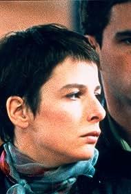 Laurent Lucas and Karin Viard in Haut les coeurs! (1999)