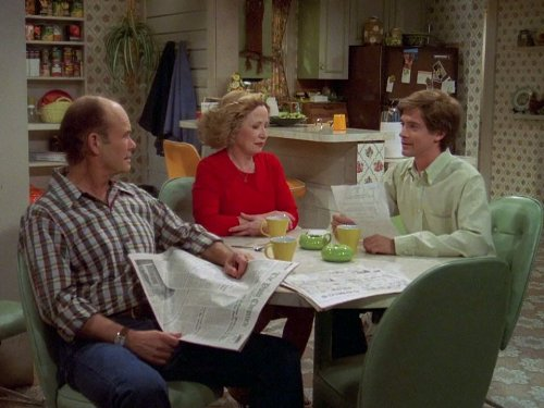 Kurtwood Smith, Topher Grace, and Debra Jo Rupp in That '70s Show (1998)