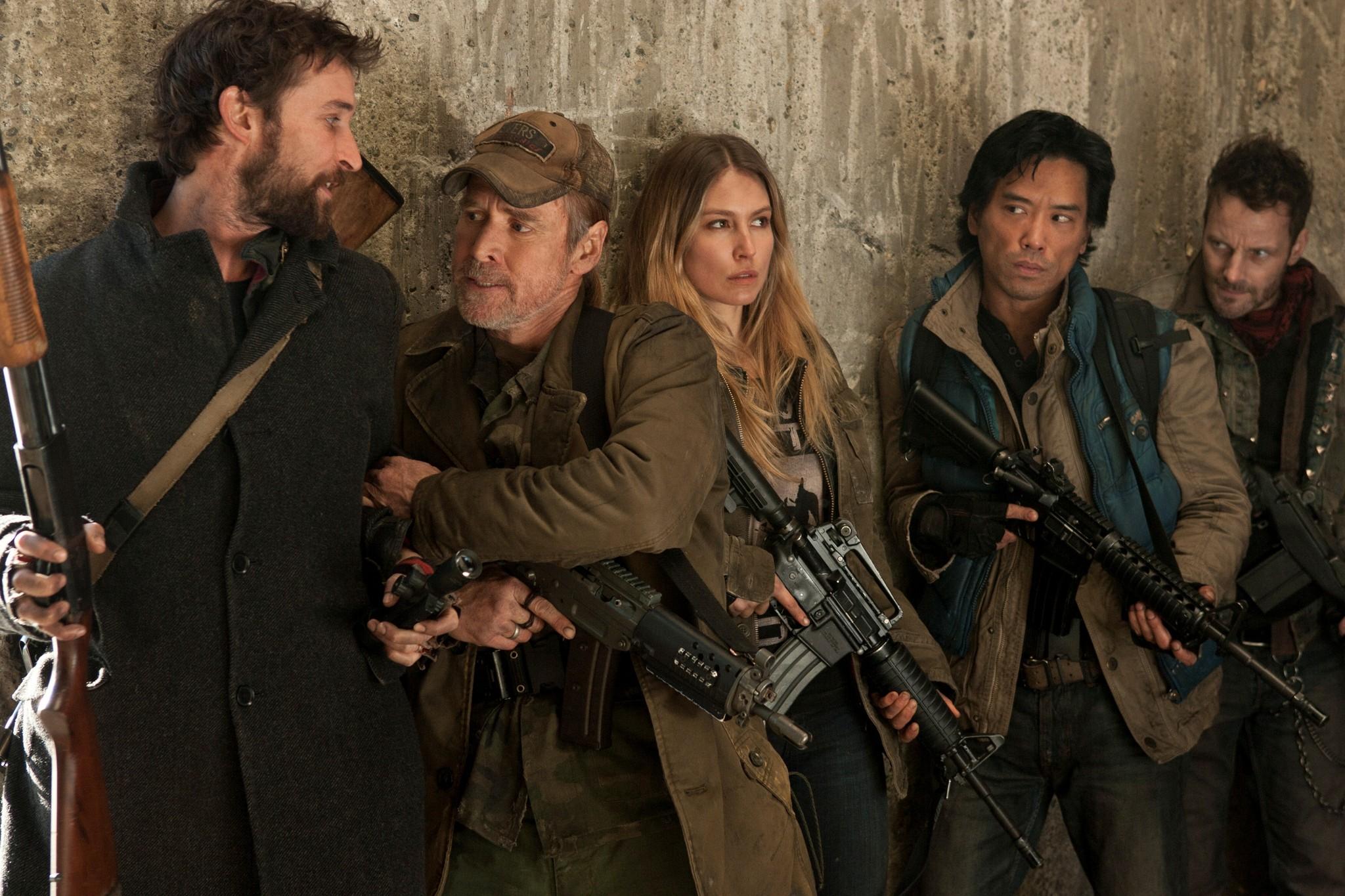 Will Patton, Noah Wyle, Sarah Carter, Ryan Robbins, and Peter Shinkoda in Falling Skies (2011)