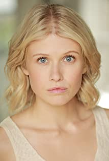 Rose Reynolds Picture