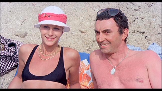 Caroline Laurence in Nove ospiti per un delitto (1977)