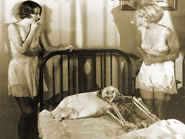 Joan Blondell and Barbara Stanwyck in Night Nurse (1931)