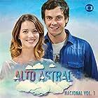 Sergio Guizé and Nathalia Dill in Alto Astral (2014)