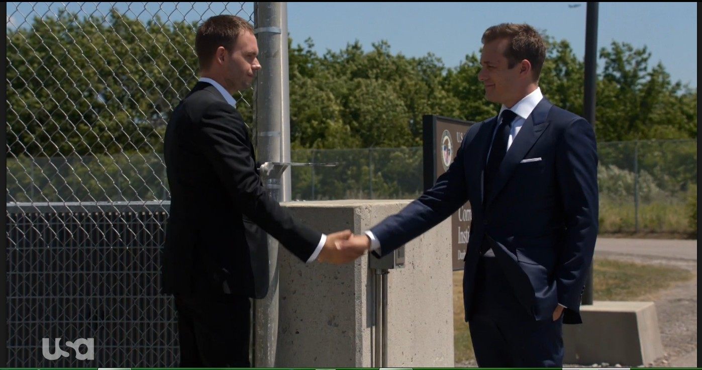 Suits, avocats sur mesure: The Hand That Feeds You | Season 6 | Episode 9