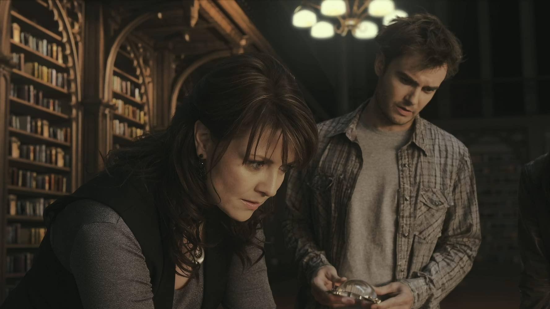 Robin Dunne and Amanda Tapping in Sanctuary (2008)