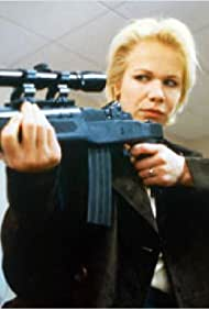Claudine Wilde in Mission protection rapprochée (1997)