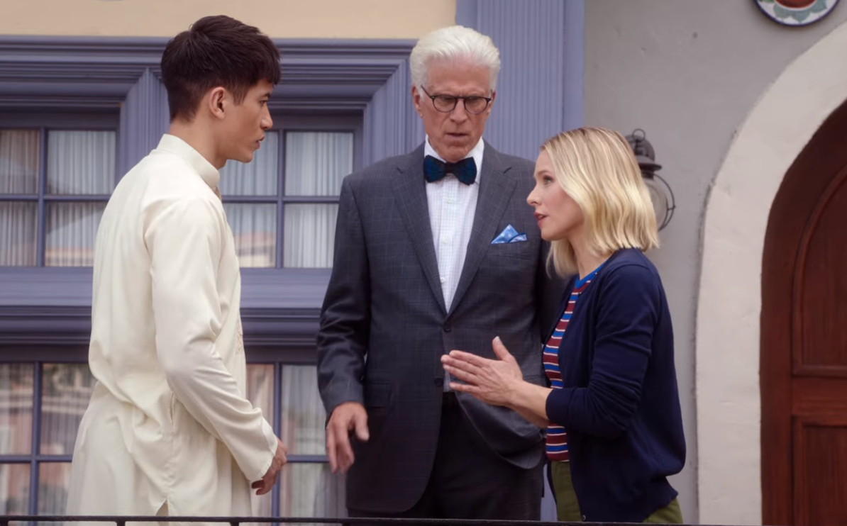 Ted Danson, Kristen Bell, and Manny Jacinto in Chillaxing (2019)