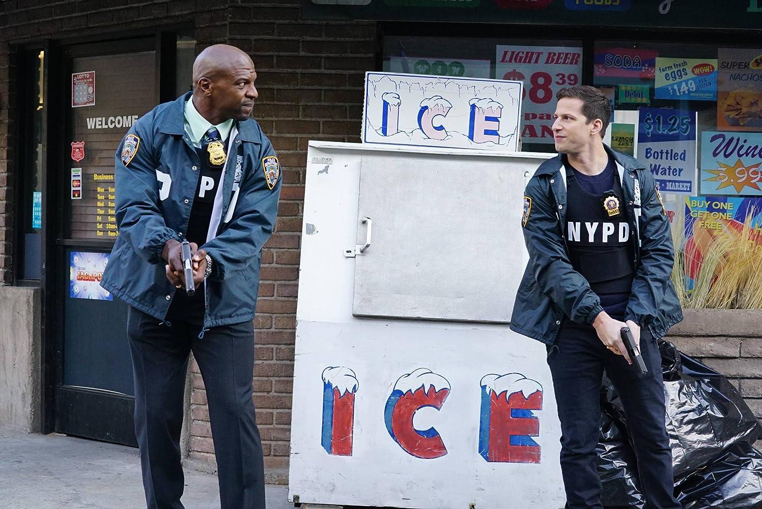 Terry Crews dan Andy Samberg dalam Brooklyn Nine-Nine (2013)
