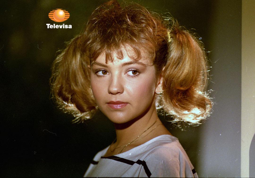 Thalía in Quinceañera (1987)