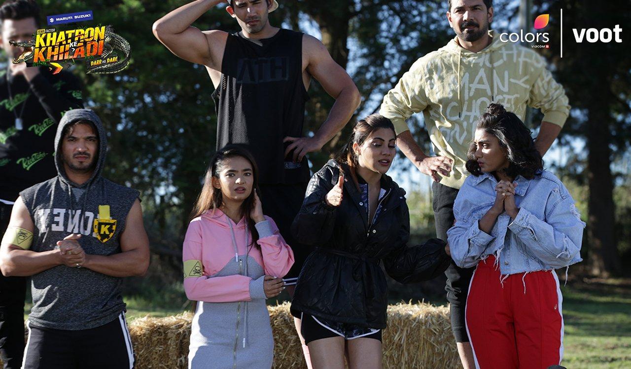 Rohit Shetty, Arjun Bijlani, Abhinav Shukla, Anushka Sen, Varun Sood, and Nikki Tamboli in A second chance for Nikki (2021)