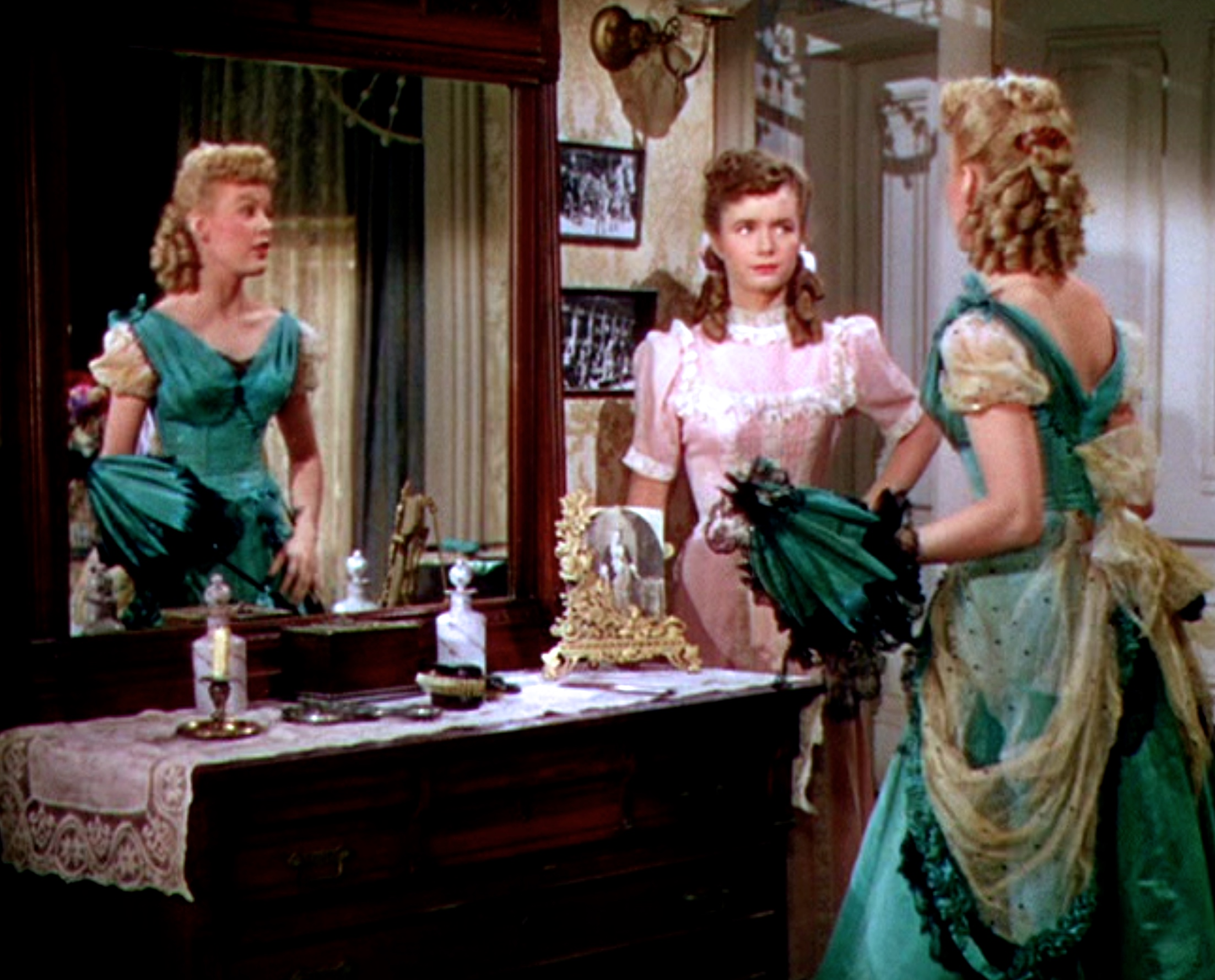 Debbie Reynolds and June Haver in The Daughter of Rosie O'Grady (1950)