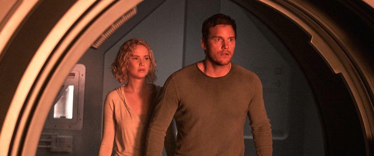 Chris Pratt dan Jennifer Lawrence dalam Passengers (2016)