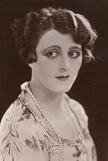 Jeanne De Casalis Picture
