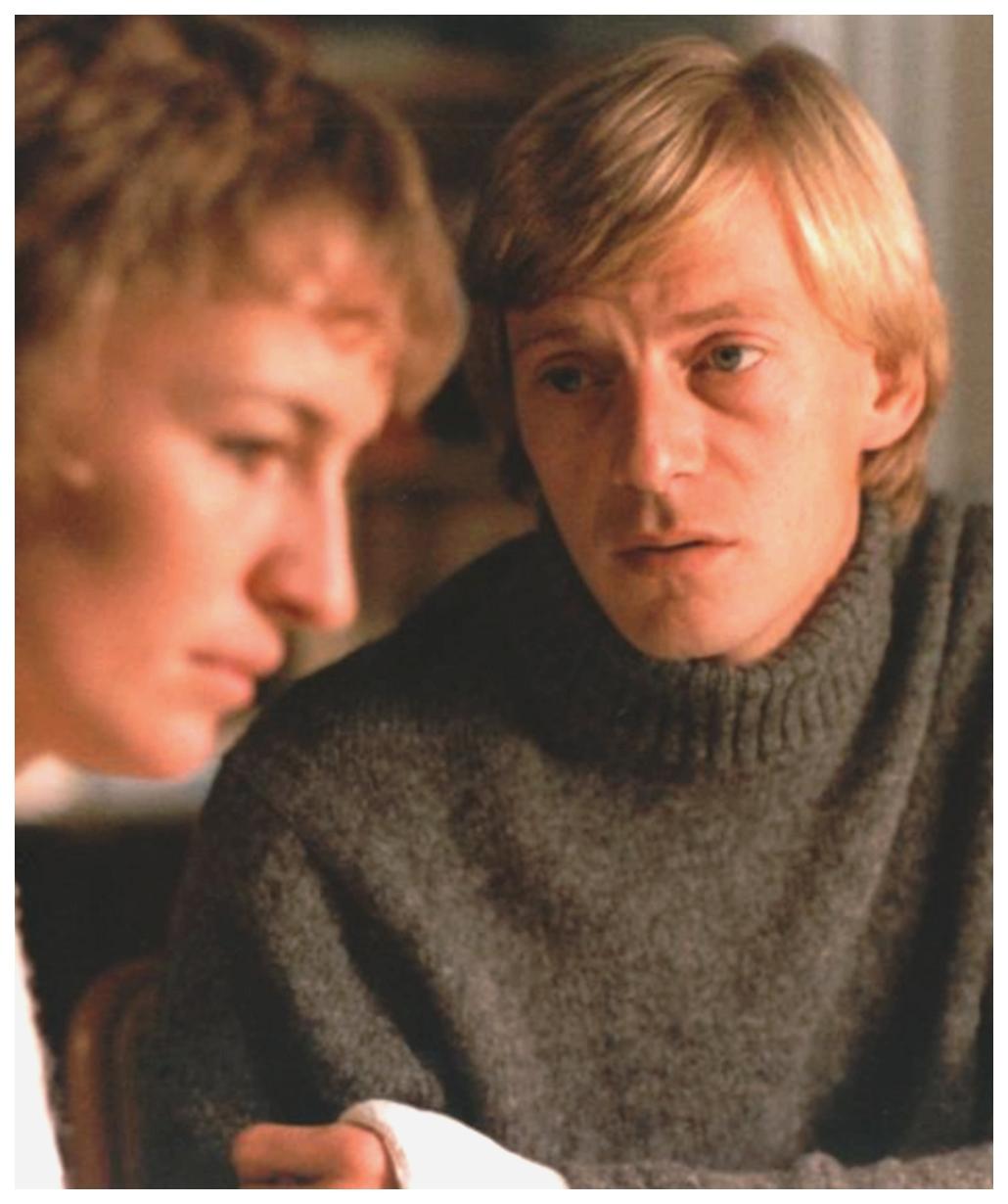 Jesper Christensen and Karen-Lise Mynster in Verden er fuld af børn (1980)