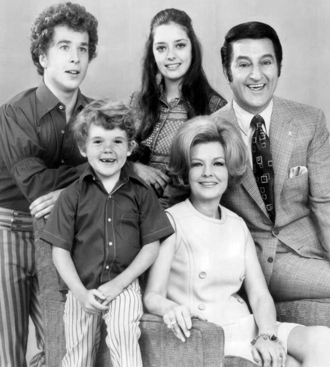 Angela Cartwright, Rusty Hamer, Michael Hughes, Marjorie Lord, and Danny Thomas in Make Room for Granddaddy (1970)