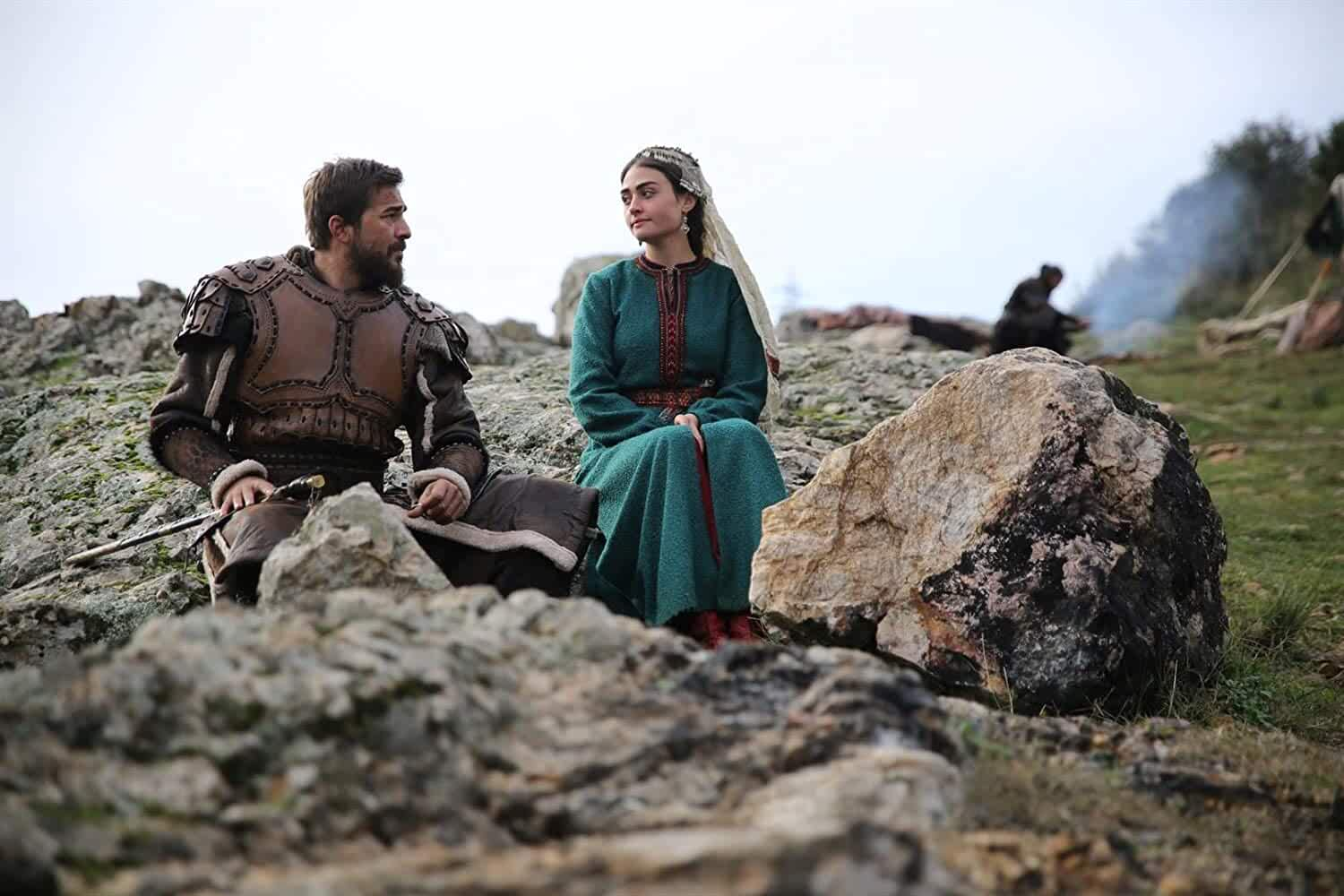 Engin Altan Düzyatan and Esra Bilgic in Dirilis: Ertugrul (2014)