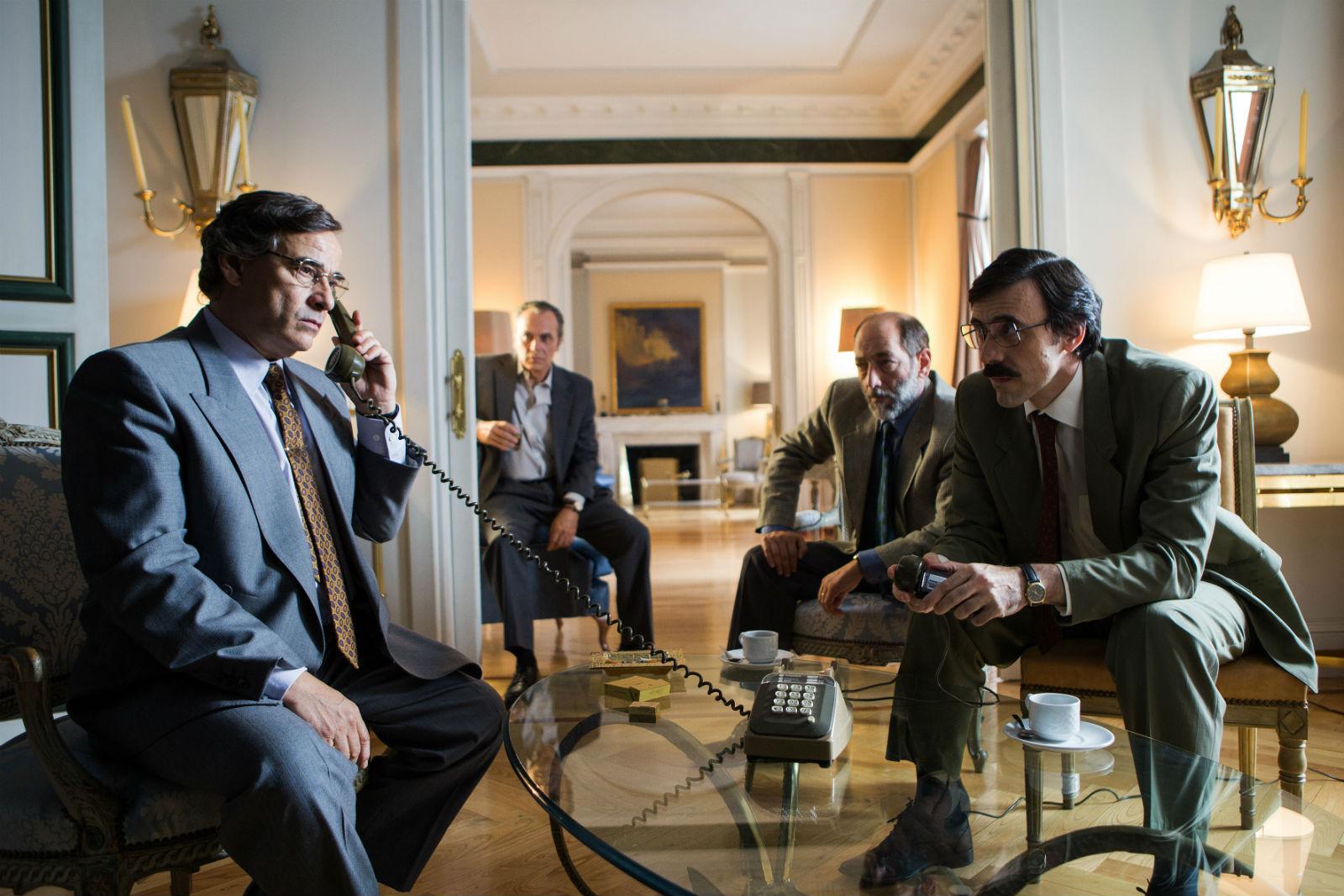 Jose Coronado and Eduard Fernández in El hombre de las mil caras (2016)