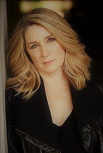 Lisa Fairchild Picture