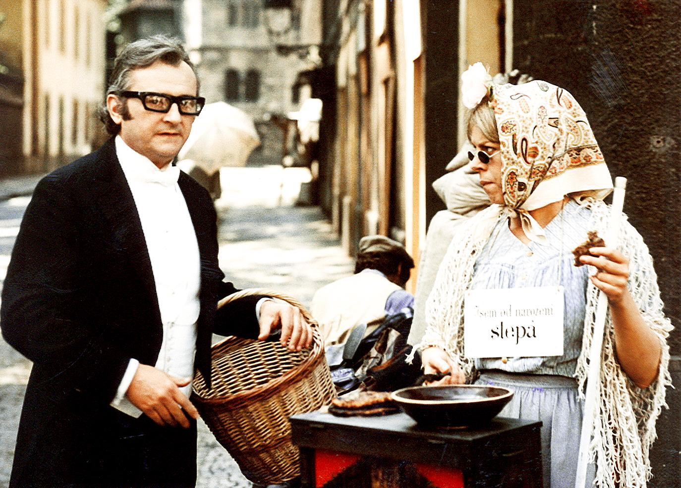 Iva Janzurová and Jirí Sovák in Zabil jsem Einsteina, panove (1970)