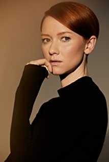 Valorie Curry Picture