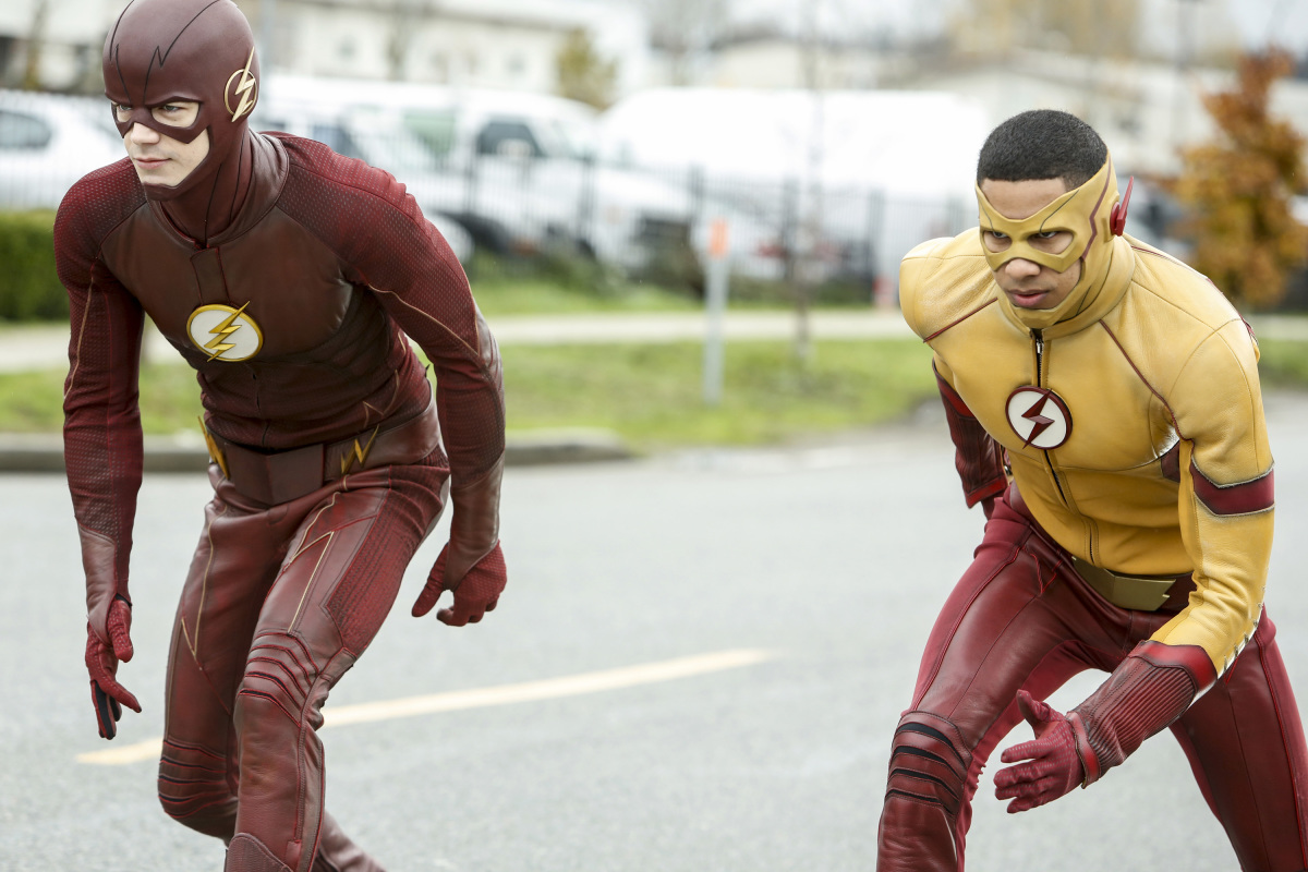 Grant Gustin and Keiynan Lonsdale in The Flash (2014)