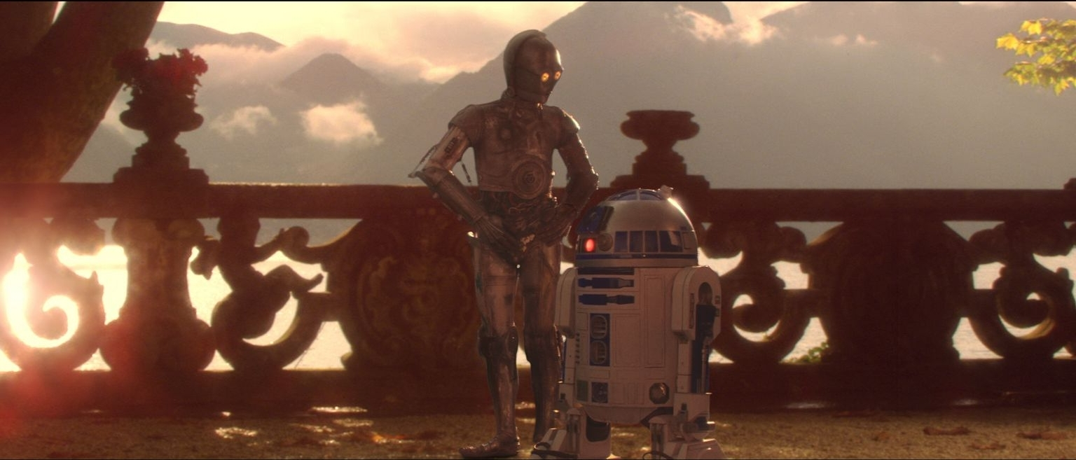 Anthony Daniels and Kenny Baker in Star Wars: Episode II - Attack of the Clones (2002)