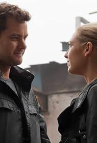 Joshua Jackson and Anna Torv in Fringe (2008)