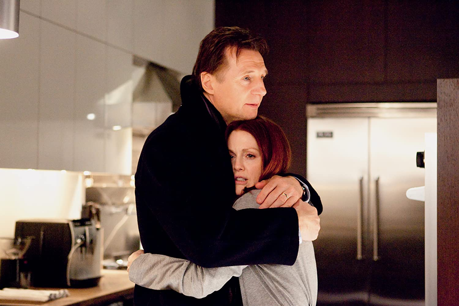 Julianne Moore and Liam Neeson in Chloe (2009)