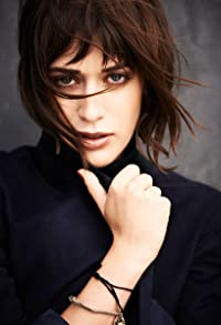 Primary photo for Lizzy Caplan