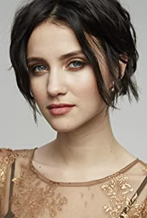 Julia Goldani Telles Picture