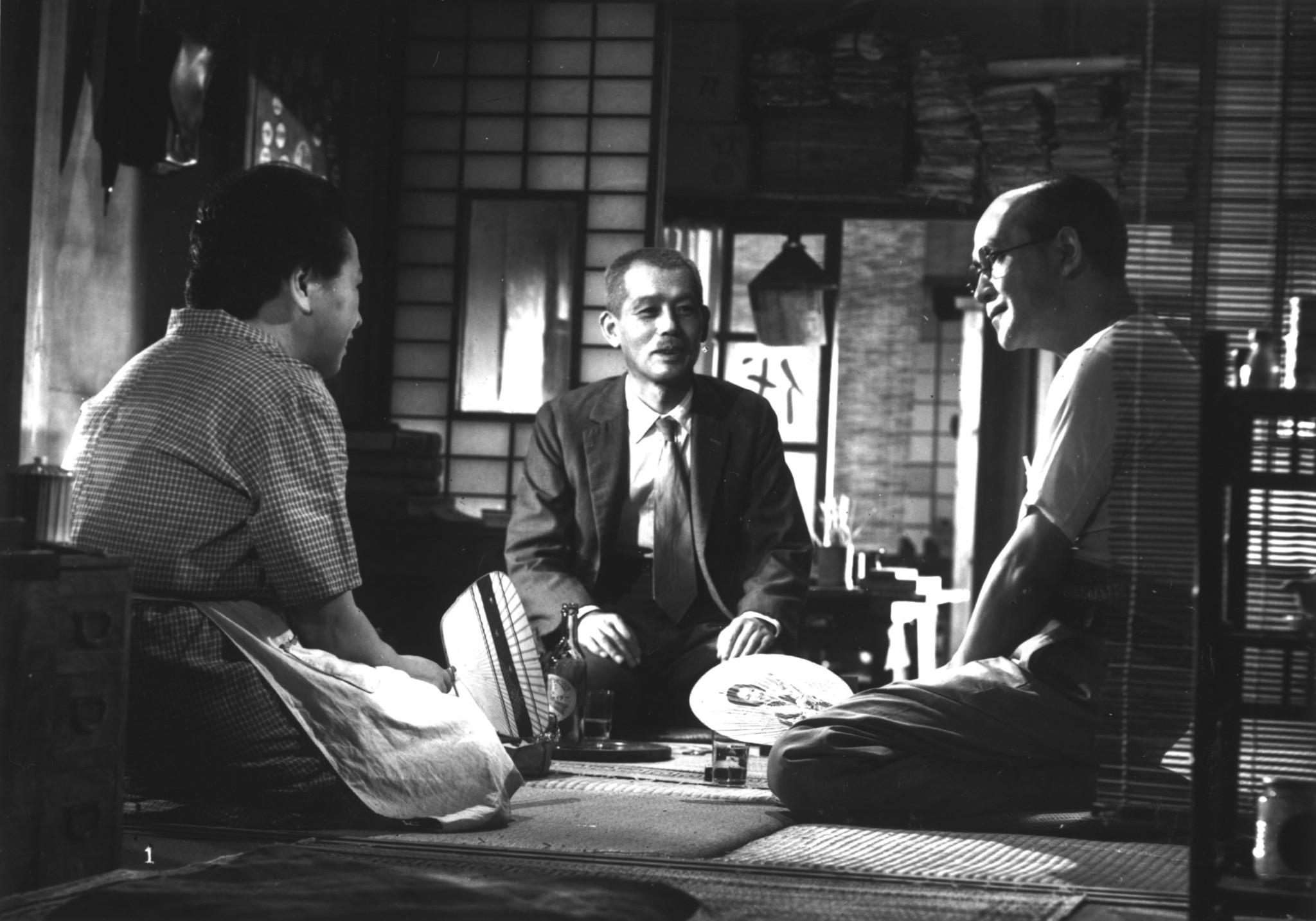 Teruko Nagaoka, Chishû Ryû, and Hisao Toake in Tôkyô monogatari (1953)