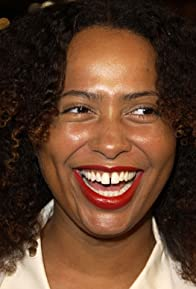 Primary photo for Lisa Nicole Carson