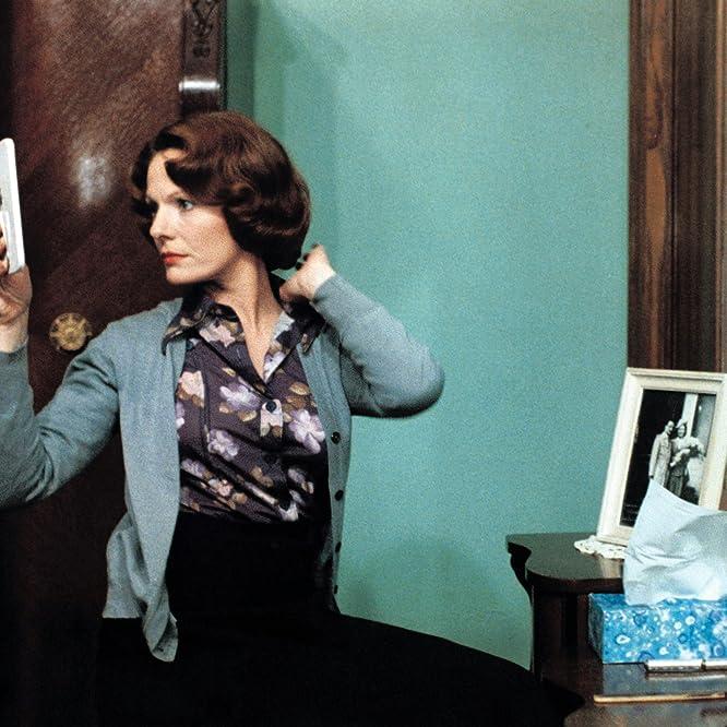 Delphine Seyrig in Jeanne Dielman, 23, quai du commerce, 1080 Bruxelles (1975)