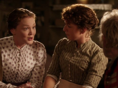 Claudie Blakley and Olivia Hallinan in Lark Rise to Candleford (2008)