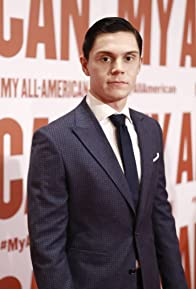 Primary photo for Evan Peters