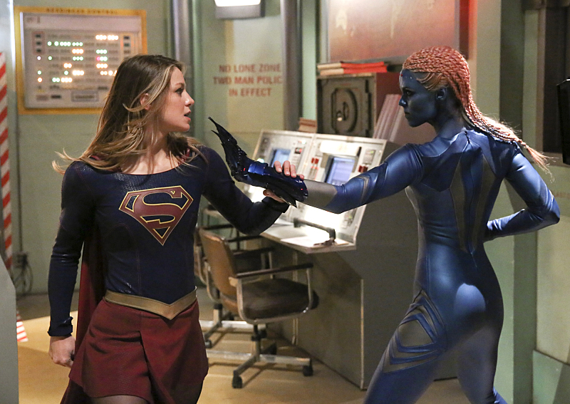 Laura Vandervoort and Melissa Benoist in Supergirl (2015)