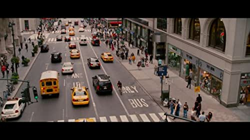 In Manhattan, a bike messenger picks up an envelope that attracts the interest of a dirty cop, who pursues the cyclist throughout the city.