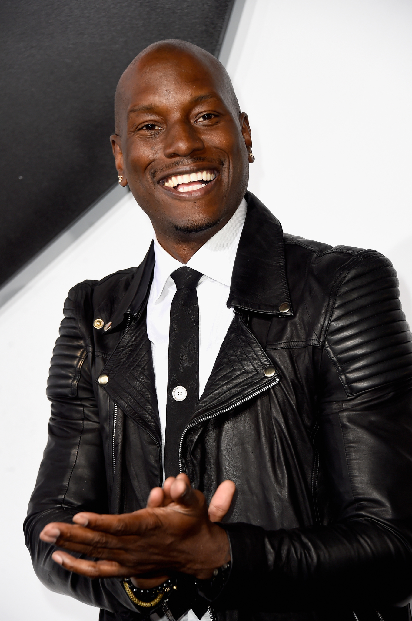 Who is tyrese the singer dating machines